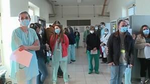Já começou o segundo dia de vacinação contra a Covid-19. Veja as imagens no Hospital de Santa Maria em Lisboa