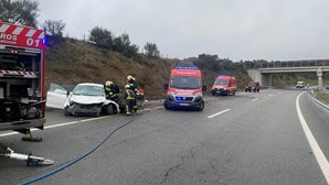 Mulher ferida com gravidade em despiste de carro, na A24, em Vila Real