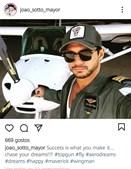 João Sotto-Mayor é apaixonado por aviões e é piloto