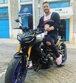 João 'Shima' Almeida numa mota Yamaha avaliada em quase 10 mil euros