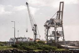 Navio está retido no Porto de Sines com tripulação de quarentena
