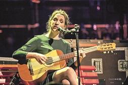 Luísa Sobral canta em Tomar no dia 13