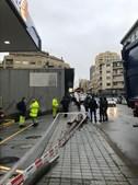Homem ficou em estado crítico após queda de poste no Porto