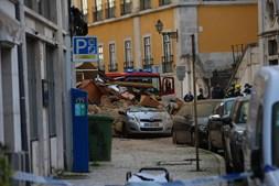Prédio desaba após explosão no centro de Lisboa. Há cinco feridos e dois desaparecidos