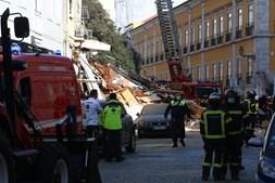 Prédio desaba após explosão no centro de Lisboa