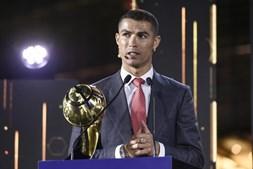 Cristiano Ronaldo festejou conquista do prémio de jogador do século com a namorada Georgina, o filho Cristianinho e com Iker Casillas