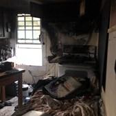Abrigo ficou totalemente destruído após o incêndio