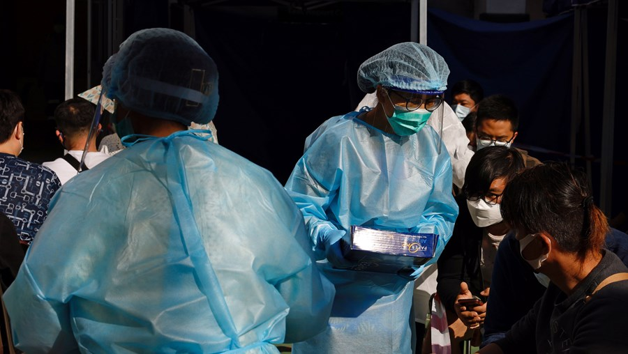 Hong Kong vai aumentar multas para tentar travar aumento de casos de Covid-19