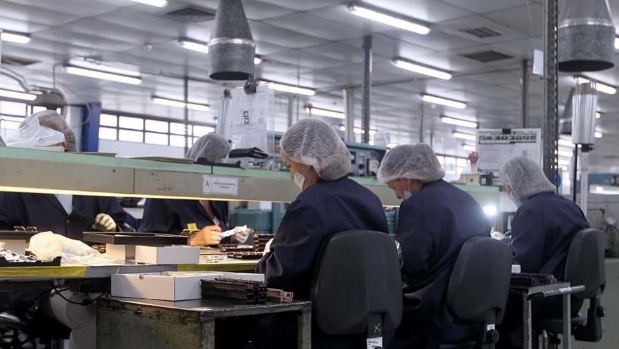 Massa salarial está em queda, sobretudo, devido a medidas como o layoff