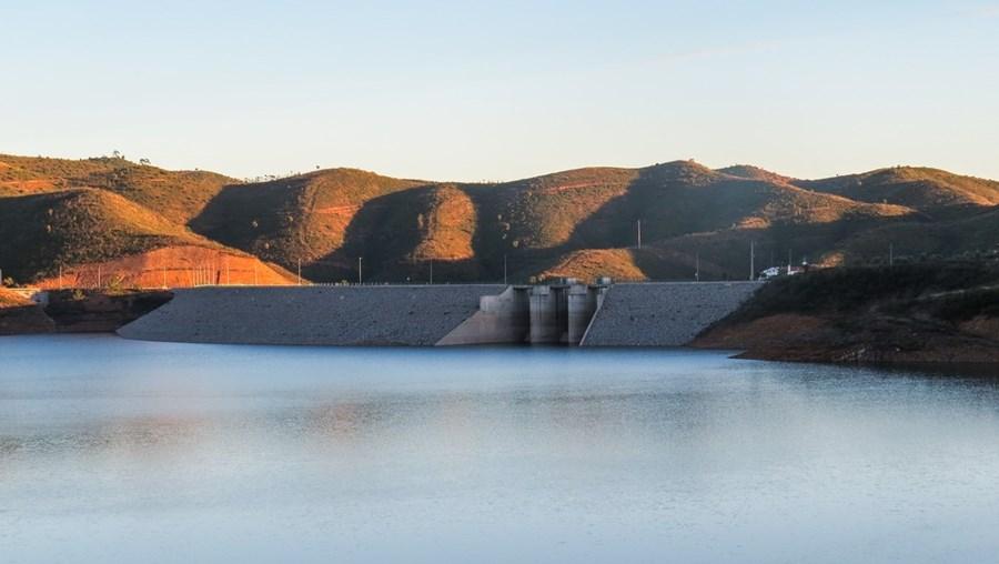 Barragem de Odelouca , no Algarve, apresenta um volume de armazenamento que levanta preocupação