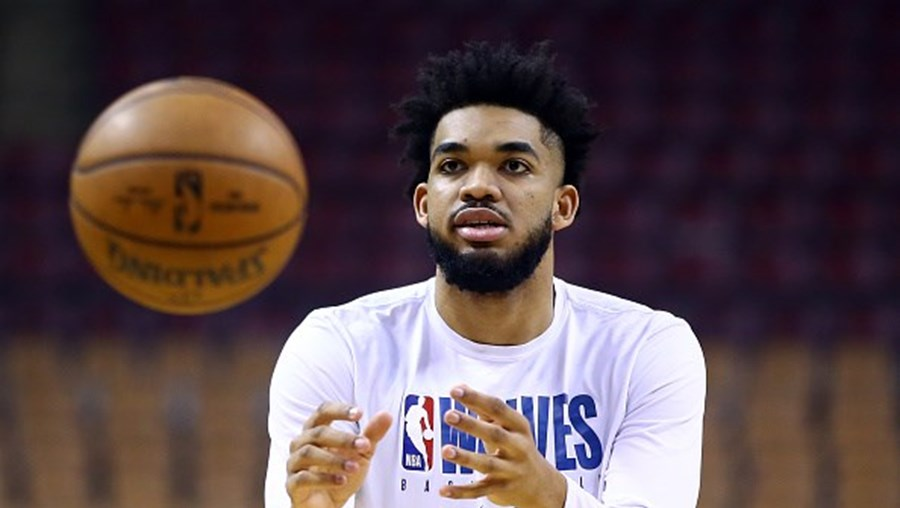 Karl-Anthony Towns joga pelos Minnesota Timberwolves