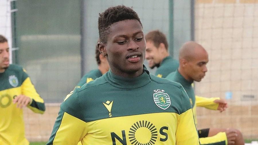 Nuno Mendes está apto a regressar à titularidade no Sporting, mas deve ser poupado na Taça de Portugal