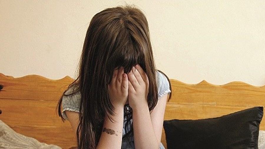 Menor abusada por dois homens