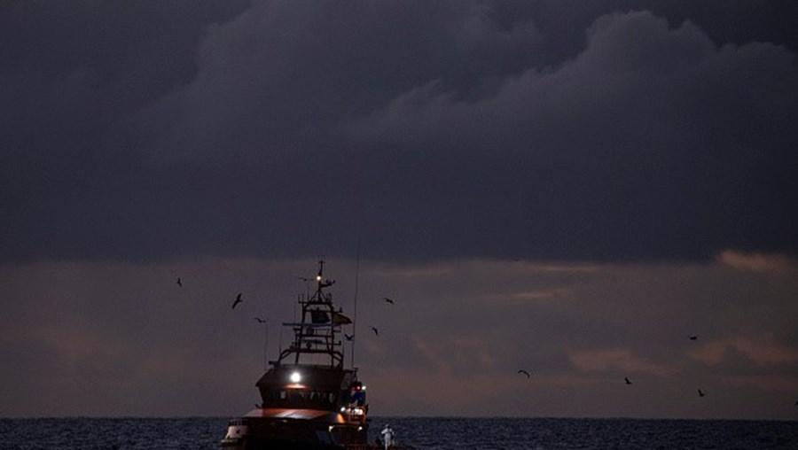 Navio com migrantes