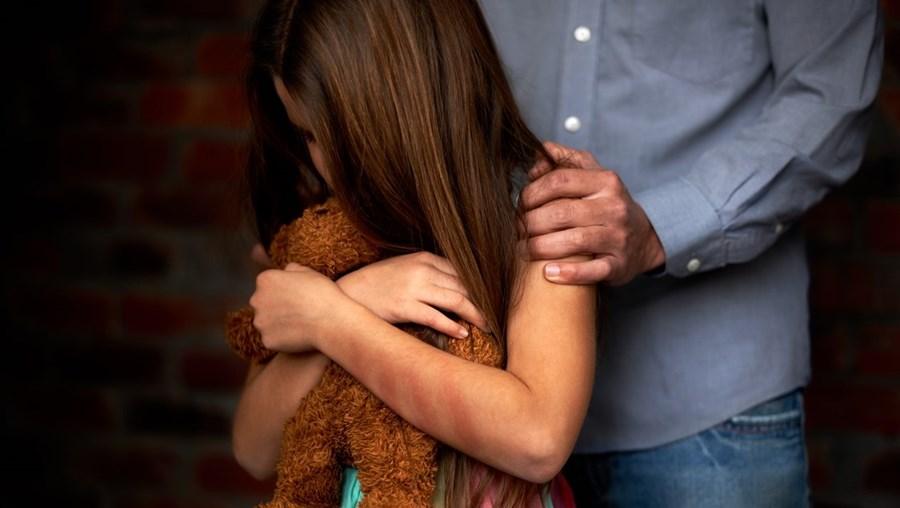 Criança vítima de maus tratos - Imagem ilustrativa