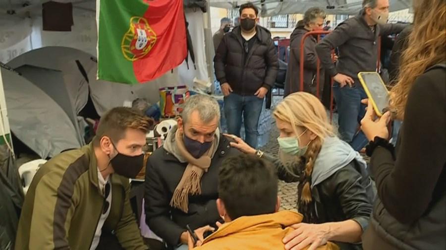 Empresários da restauração em greve de fome em frente à Assembleia da República