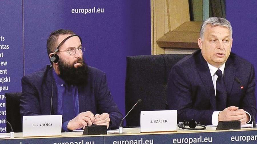 O eurodeputado com o PM húngaro Viktor Orbán, seu aliado há 30 anos