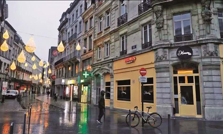 Festa ilegal decorreu no primeiro andar deste prédio no centro de Bruxelas