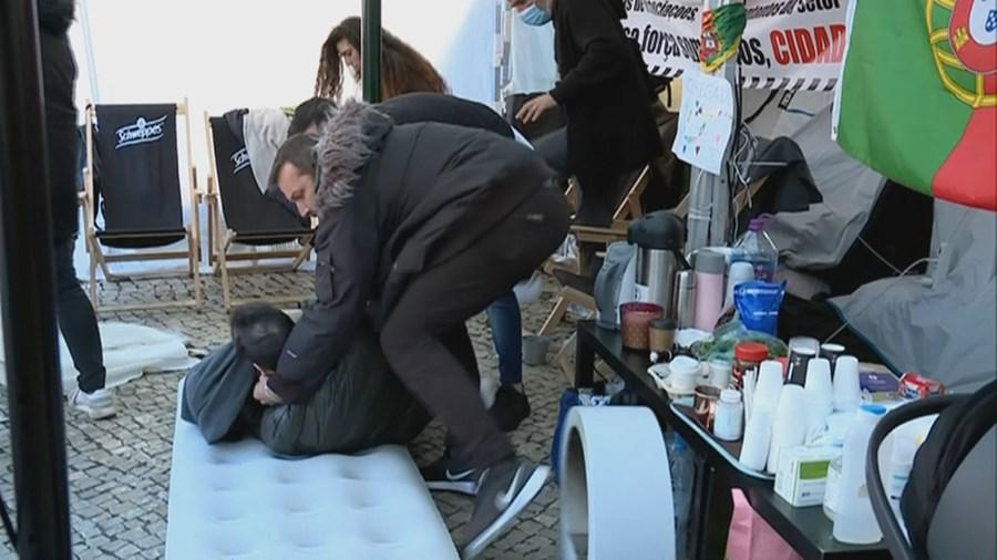 Empresário sente-se mal durante greve de fome