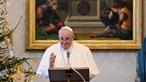 Papa muda Código de Direito Canónico. Mulheres autorizadas a dar comunhão, ajudar no altar e ler a palavra de Deus