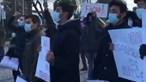 André Ventura manda 'trabalhar' manifestantes de etnia cigana e antifascistas durante campanha em Serpa