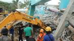 Sismo destrói hospital na Indonésia, faz 34 mortos e há dezenas de desaparecidos. Veja as imagens da destruição