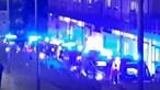 Várias ambulâncias acumulam-se em longa fila à porta de Hospital de Torres Vedras
