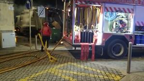 Incêndio deflagra em camião do lixo em Espinho