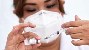 Utentes não seguidos no SNS devem inscrever-se para a vacina contra a Covid-19. Saiba como