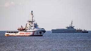 Navio britânico alvo de explosão inexplicável no Golfo de Omã