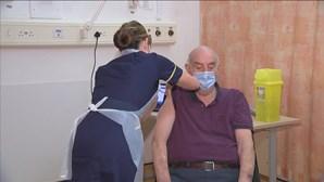 Reino Unido planeia terceira dose de vacina para combater novas variantes da Covid-19