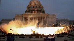 As imagens que envergonham os EUA: Apoiantes de Trump invadiram Capitólio