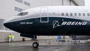 Boeing é acusada de fraude e paga 2,5 mil milhões por acidentes com o 737 Max que mataram 346 pessoas