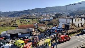 """""""Ouvi um estrondo e gritos de socorro"""": Pedreiro morre soterrado após parede desabar durante obra"""