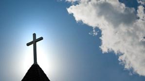 Ladrões de igrejas tramados por fotos de assaltos