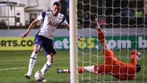 Vinícius brilha com três golos pelo Tottenham