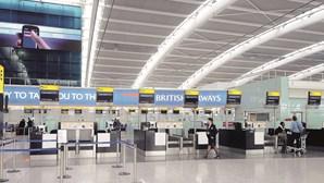 Quarentena em hotel obrigatória para estrangeiros residentes que regressem ao Reino Unido