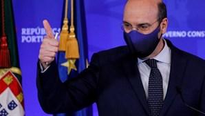 Estado garante layoff no novo confinamento e garante salários até 1995 euros