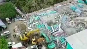 Imagens de drone mostram destruição causada pelo sismo que abalou a Indonésia