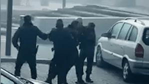 Homem recusa usar máscara e acaba detido pela GNR. Veja as imagens