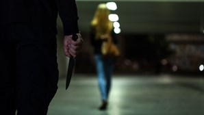 Mulher golpeada na cara com faca quando ia aos CTT em Sintra