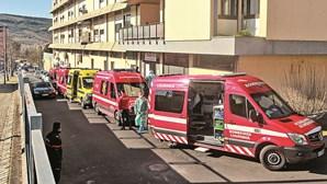 Caos no hospital de Torres Vedras: surto com 157 casos de Covid-19, filas de ambulâncias e urgências a colapsar