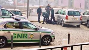 Homem detido por recusar usar máscara na rua em Vila Verde