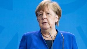 """Merkel admite passaporte de vacinação Covid-19 europeu """"até ao verão"""""""