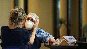 Lágrimas e revolta: as imagens do desespero vivido nos hospitais do Brasil perante a falta de oxigénio e os casos de Covid-19
