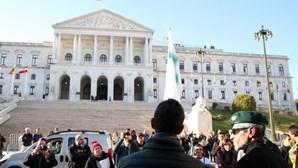 Cerca de 100 pessoas manifestam-se sem máscara ou distanciamento em Lisboa