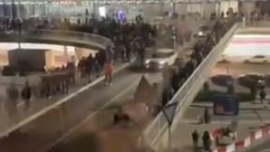 Polícia manda evacuar Aeroporto de Frankfurt na Alemanha. Veja as imagens