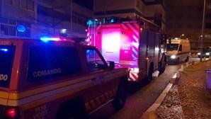 Incêndio deflagra em cozinha de habitação no Cacém, em Sintra