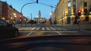 Ruas do centro do Porto praticamente vazias no primeiro fim de semana de confinamento geral