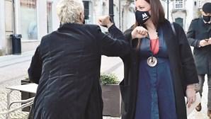 Marisa Matias reforça, de batom, que o SNS é essencial
